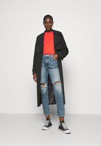 Calvin Klein Jeans - MOM - Relaxed fit jeans - denim medium - 1