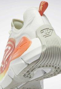 Reebok Classic - ZIG KINETICA  - Sneakersy niskie - grey - 7