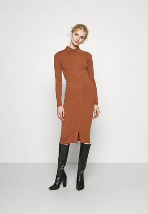 BUTTON THROUGH DRESS - Robe longue - rust