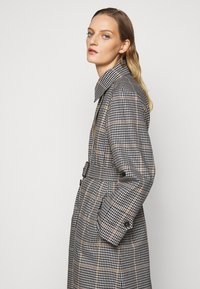WEEKEND MaxMara - ARLETTE - Trenchcoat - weiss - 5