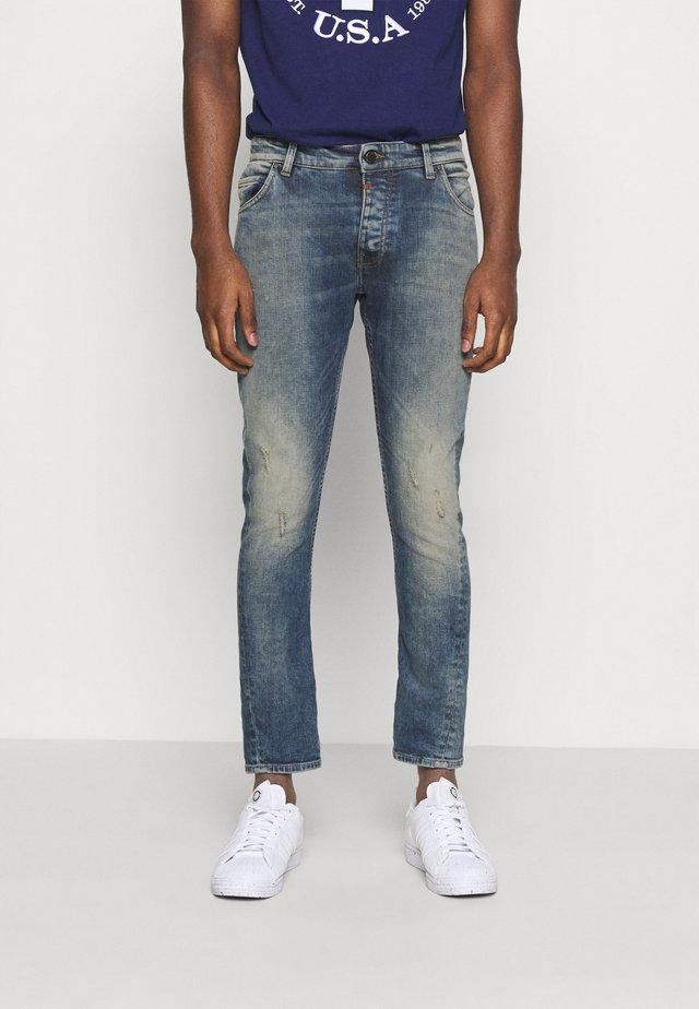BILLY THE KID DESTROYED - Jeans slim fit - vintage mid blue