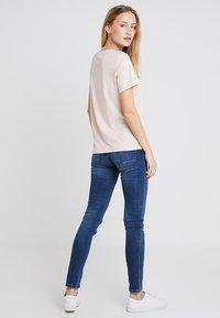 Cream - NAIA - Basic T-shirt - sunshine rose - 2