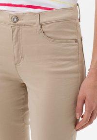 BRAX - STYLE SHAKIRA  - Jeans Skinny - sand - 3