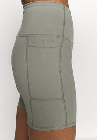 Cotton On Body - POCKET BIKE SHORT - Punčochy - steely shadow - 5