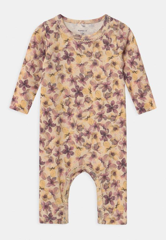 NBFHENRIETTA - Pyjamas - whitecap gray
