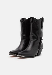 Red V - SHORT BOOT - Kovbojské/motorkářské boty - nero - 2