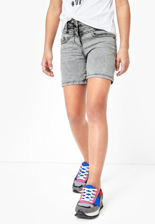 Denim shorts - light black