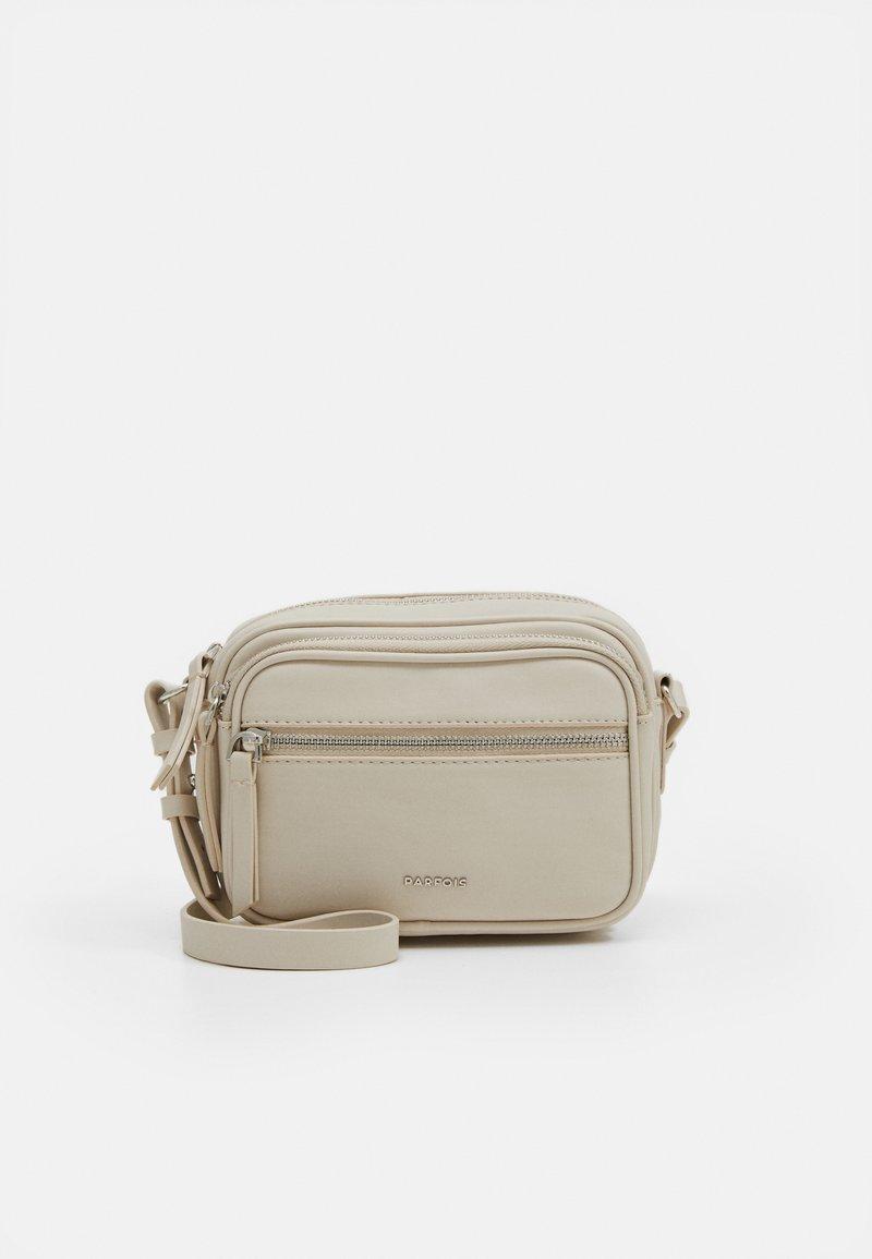 PARFOIS - CROSSBODY BAG BUBBLE - Across body bag - ecru