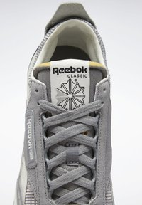 Reebok Classic - CLASSIC LEGACY UNISEX - Trainers - mgh solid grey/pure grey/chalk - 11