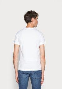 Calvin Klein Jeans - ICONIC MONOGRAM SLIM TEE - Print T-shirt - bright white - 2