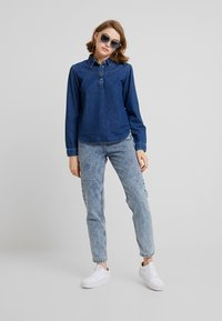 BDG Urban Outfitters - MOM - Relaxed fit jeans - acid wash blue - 1