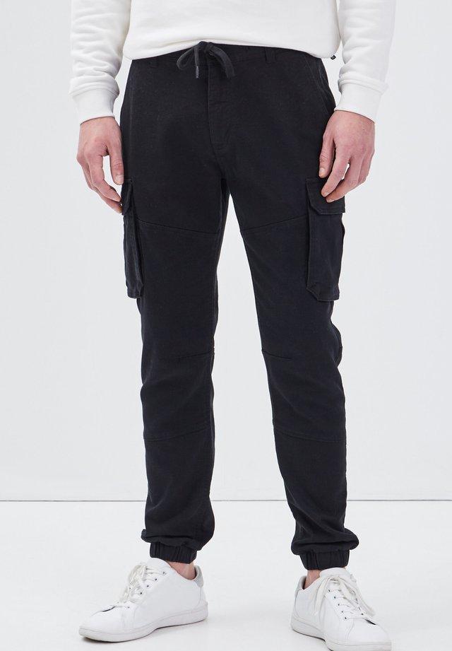 MIT TUNNELZUG IN DER TAILLE - Pantaloni cargo - noir