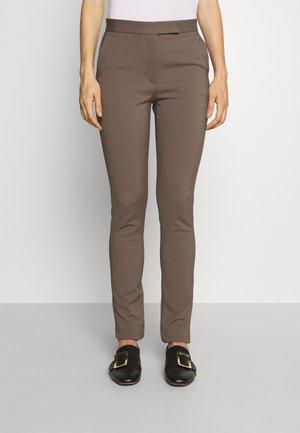 TAIKA - Pantalon classique - mud