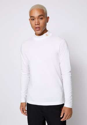 SMALL BADGE MOCK NECK - Camiseta de manga larga - bright white
