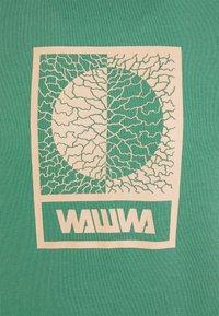 WAWWA - TIKSI HOODIE UNISEX - Bluza z kapturem - green - 2