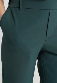 ONLY - ONLGLOWING - Stoffhose - pine grove/green - 4