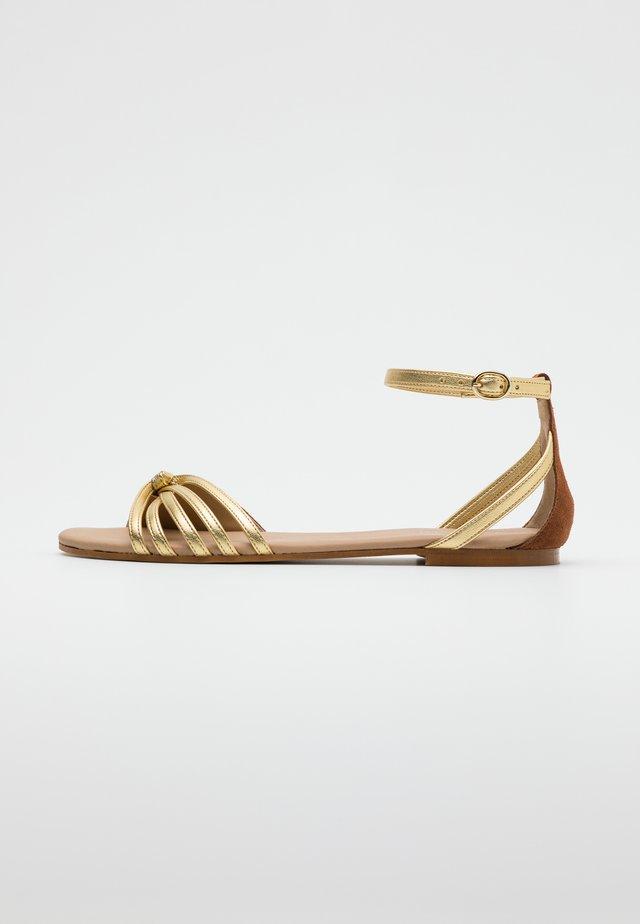LEATHER SANDALS - Sandals - cognac/gold