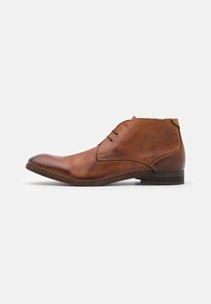 OSBOURNE - Šněrovací boty - tan