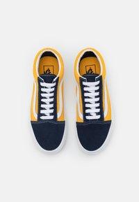 Vans - OLD SKOOL UNISEX - Trainers - dress blues/saffron - 3