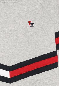 Tommy Hilfiger - ESSENTIAL FLAG CREW - Sweatshirts - grey - 3