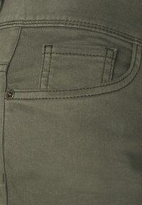 TOM TAILOR - ALEXA BERMUDA - Shorts - grape leaf green - 2