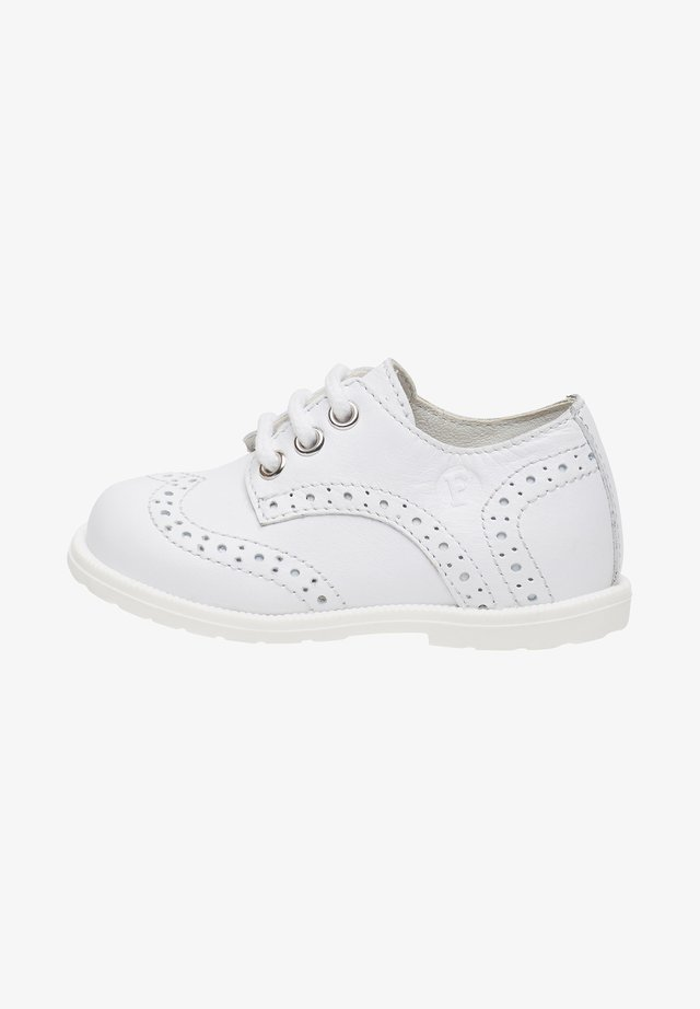 TICKLE - Casual lace-ups - white