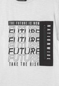 Re-Gen - TEEN BOYS - Print T-shirt - optical white - 2