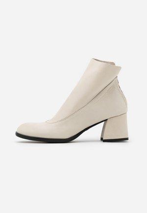 TWISTER - Boots à talons - avorio