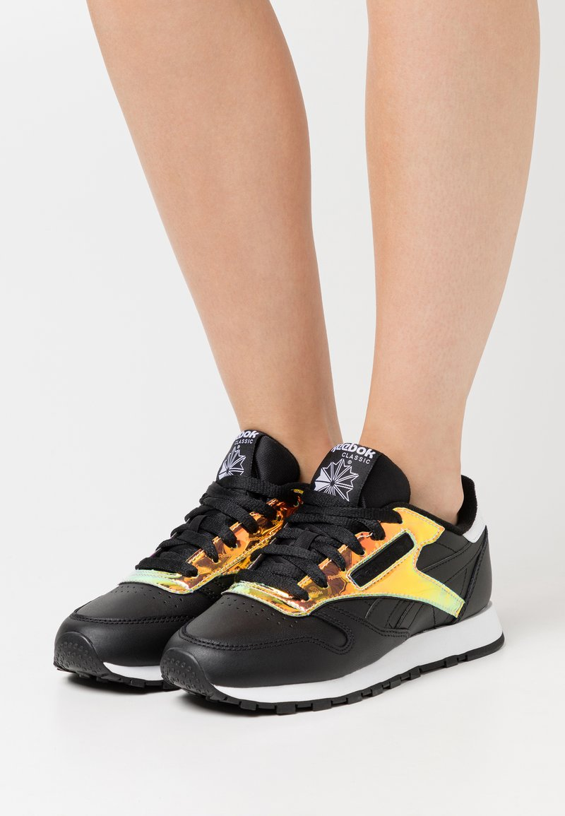 Reebok Classic - CLASSIC  - Sneakers - black/white