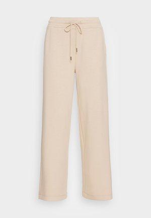 BANU - Pantalon de survêtement - sand