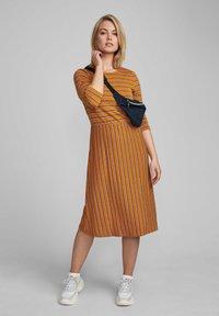 Nümph - NUBUNTY  - Jumper dress - buckthorn brown - 1