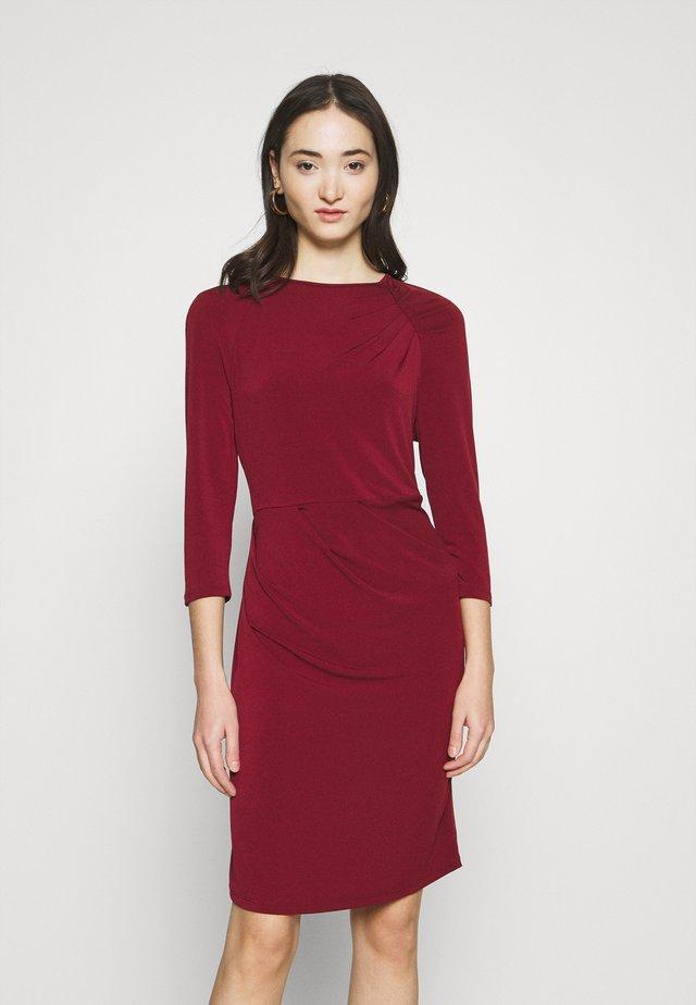VMMELINDA DETAIL DRESS - Robe en jersey - cabernet