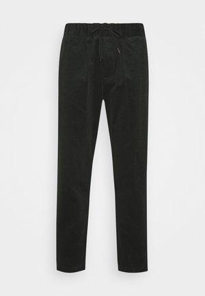 FAVE SOFT PANT WITH ELASTICATED WAISTBAND - Spodnie materiałowe - fern