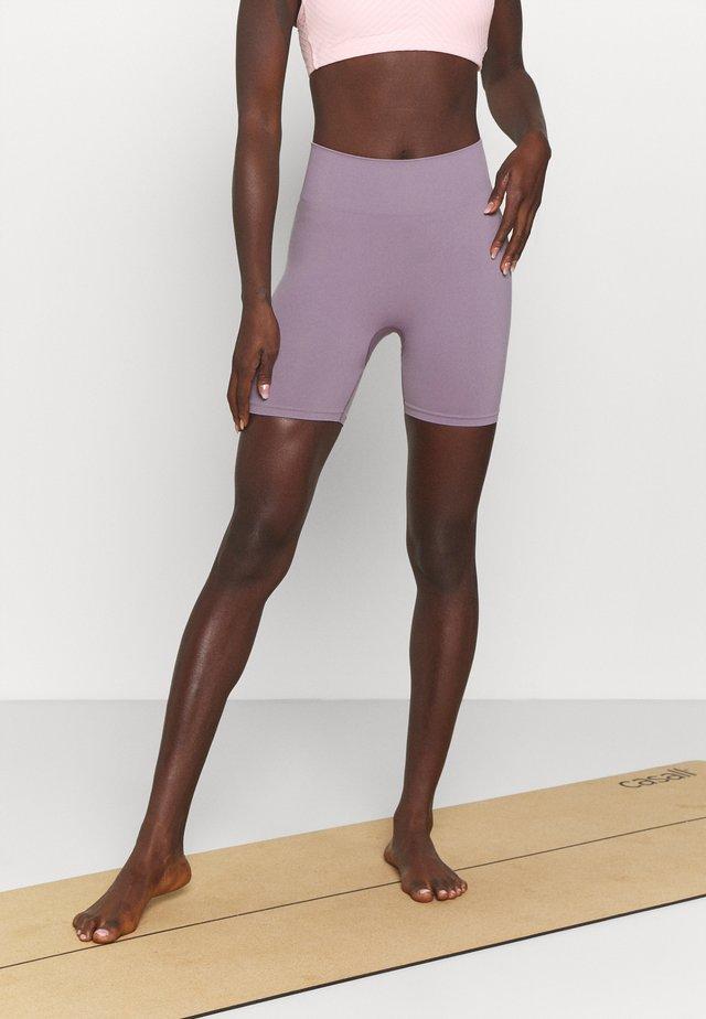 SEAMLESS SHORTS  - Collant - lilac purple