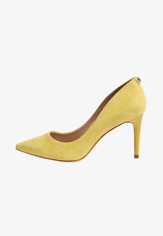 Zapatos altos - yellow