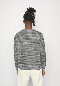 Missoni - CREWNECK  - Sweatshirt - felpa fiammata nero bianco - 2