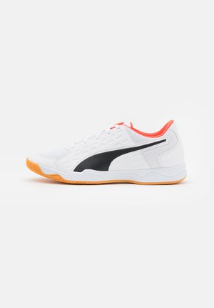 AURIZ UNISEX - Multicourt tennis shoes - white/red blast