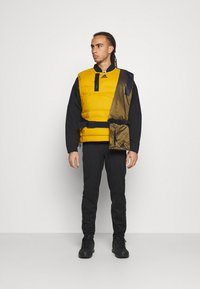 adidas Performance - URBAN OUTDOOR VEST - Väst - gold