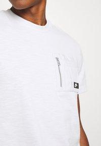 Nike Sportswear - T-shirt basic - photon dust - 5