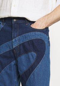 Jaded London - JADED MEN X CURLYFRYSFEED SWIRL CUT & SEW  - Bootcut jeans - dark blue - 5