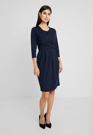 NOPISSA DRESS - Žerzejové šaty - navy