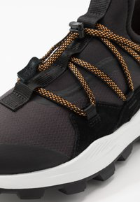 Timberland - BROOKLYN - Sneakersy niskie - black - 5