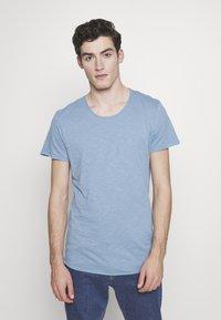 Jack & Jones - JJEBAS TEE - Basic T-shirt - blue heaven - 0