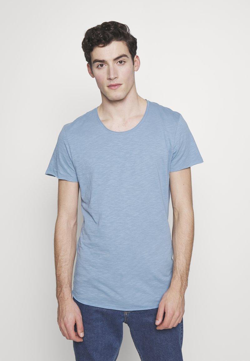 Jack & Jones - JJEBAS TEE - Basic T-shirt - blue heaven