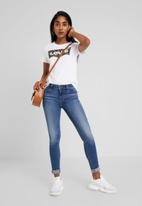 Levi's® - THE PERFECT TEE - Print T-shirt - hsmk dunsmuir fill white - 1