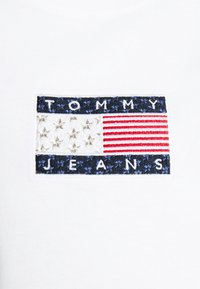 Tommy Jeans - STAR AMERICANA FLAG TEE - Print T-shirt - white - 7