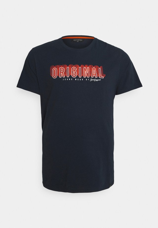 PATCH POCKET TEE - Print T-shirt - dark blue