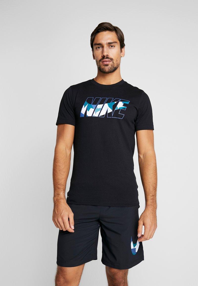 Nike Performance - DRY TEE DAZZLE CAMO - T-shirt med print - black/mystic navy
