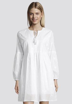 MIT TASSELN - Korte jurk - white