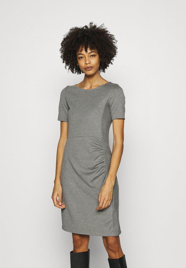 Pouzdrové šaty - mottled grey